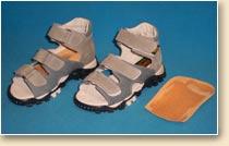 c2d641bc864 Při zkratu končetiny je možno upravit obuv také zvýšením vložky. Lze použít  vložku zvýšenou o 0